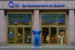 Det tyska kontoret för bank (den Deutsche banken) Fotografering för Bildbyråer