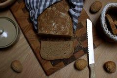 Det underbara hemmet gjorde skivat bröd in i stycken arkivfoton
