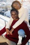 Det ursnygga sunda paret som kopplar av under deras semester, semestrar i Europa Royaltyfri Foto