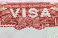 Det utländska visumet i en passsida - resa bakgrund arkivbilder