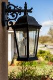 Det utomhus- fasta tillbehöret för farstubrolyktaljus monterade på hus med Eco den vänliga ljusa kulan royaltyfri bild