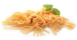 Det vanliga och mässingshjul som klipper ny pasta Arkivfoton