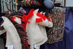 Det vita filthästhuvudet på pinnen på rysk nationell festival` Shrove ` i parkeraeremitboningen i Moskva Royaltyfri Bild