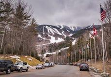 Det Whiteface berget ståtar av flaggaingången arkivbilder