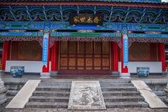 Det Wood huset Lijiang, Yunnan föreslogg lagtemplet Arkivbild