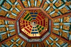 Det Yin och Yang taket av gazeboen, Lumphini parkerar, förbjuder Arkivbild