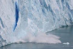 Detachement in de gletsjer van Perito Moreno Stock Afbeelding