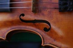 Detail über Floch und Zeichenketten der Violine lizenzfreie stockbilder
