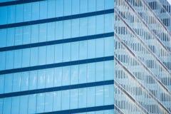 Detail-Bürogebäudefenster-Fassadenbeschaffenheit Lizenzfreie Stockfotos
