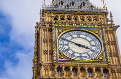 Detail of the Big Ben clock tower  surrounded by a pretty blue Stock Photos