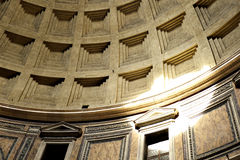 Detail of decorated concrete Dome of the Pantheon, Rome, Italy with beam of sunlight shining through the central opening (oculus) Stock Images