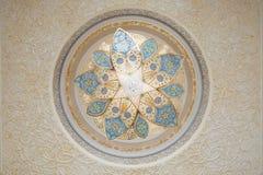Detail der Dekoration in der Decke, Sheikh Zayed Grand Mosque, Abu Dhabi, Vereinigte Arabische Emirate Lizenzfreies Stockbild