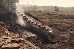 Detail der extraktiven Maschinen in der Tagebaugrube lizenzfreie stockfotografie