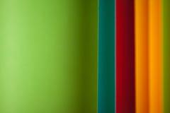Detail der gebogenen, farbigen Blätter Papier Lizenzfreies Stockbild