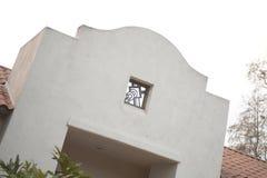 Detail der Kameragraphik auf Collagengebäude Lizenzfreie Stockbilder