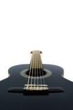 Detail der klassischen Akustikgitarre lokalisiert auf einem weißen Backgrou Lizenzfreies Stockbild