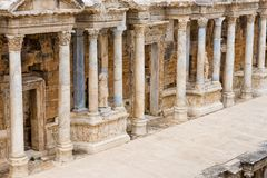 Detail der Kolonnade auf dem Theater, Hierapolis stockfotos
