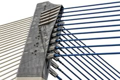 Detail der modernen Architektur - Befestigung des Metalls, Stahl am Brückenbau lizenzfreie stockfotografie