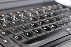 Detail der schwarzen Laptoptastatur im Büro Lizenzfreies Stockbild