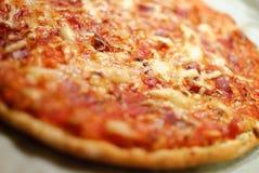 Detail der selbst gemachten Pizza Lizenzfreie Stockbilder