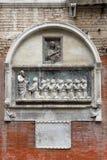 Detail der Skulptur auf der Fassade Scuola Grande di San Giovanni Evangelista Lizenzfreies Stockfoto