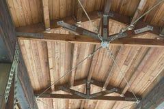 Detail der Struktur der überdachten Brücke Stockbilder