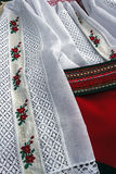 Detail der traditionellen rumänischen weiblichen Kleidung Stockbild