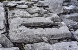 Detail der vergletscherten Karstlandschaft des Burren, Grafschaft Claire, Irland lizenzfreies stockbild
