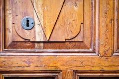 Detail des alten Türhintergrundes Lizenzfreie Stockfotos
