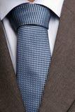 Detail des Anzugs und der Bindung stockbild
