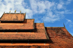 Detail des aufwändig verzierten Tempeldachs in Chiang Rai Lizenzfreie Stockfotos