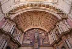Detail des Bogens des Eingangs der Kathedrale von Mallorca Stockbilder