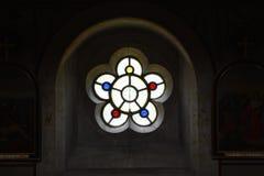 Detail des Buntglases in Chideock-Kapelle, Dorset, England, Großbritannien Stockbilder