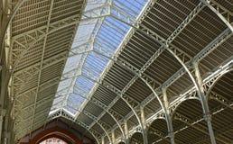 Detail des Dachinnenraums auf Einkaufszentrum Valencia, Spanien Stockfotos