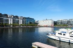 Detail des Docklandsbereichs von Dublin das Theater Bord Gais kennzeichnend Lizenzfreies Stockbild