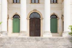 Detail des Eingangs eines venetianischen Landhauses mit Steinsäulen Lizenzfreie Stockfotos