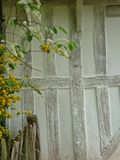Detail des gestalteten Hauses des Bauholzes Lizenzfreie Stockfotos