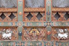 Detail des hölzernen Handwerks in Bhutan Lizenzfreie Stockbilder