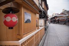 Detail des hölzernen japanischen Hauses in Gion Stockfoto