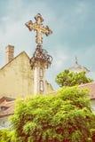 Detail des heiligen Kreuzes in Szentendre, Ungarn, gelber Filter Stockfotos