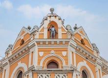 Detail des historischen Gebäudes mit blauem Himmel Lizenzfreie Stockfotos