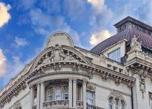 Detail des historischen Gebäudes mit drastischem blauem bewölktem Himmel Lizenzfreies Stockfoto