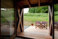 Detail des modernen Holzhauses lizenzfreies stockfoto