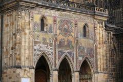 Detail des Mosaiks auf den Wänden von Prag-Schloss Stockbilder