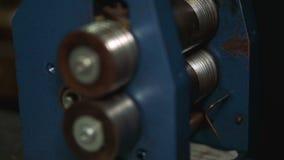 Detail des Polierapparates in der Industrie des Herstellens des Zubehörs stock video