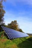 Detail des Sonnenkraftwerks auf der Herbst Wiese Lizenzfreie Stockbilder