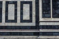 Detail einer alten Marmorkirchenwand in Firenze, Italien lizenzfreie stockfotos