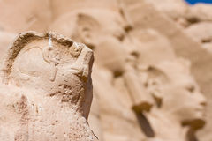 Detail einer Skulptur in Abu Simbel Temple-Eingang. Ägypten, Afrika Stockfotos