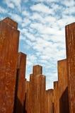 Detail einer Statue mit Eisenpfosten Stockfotografie