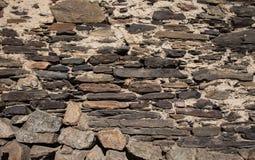 Detail einer Wand eines alten Steinhauses Stockbilder